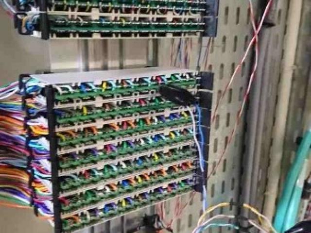 Raccordement de rocades téléphoniques en milieu hospitalier à Paris.